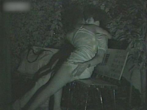 闇の仕掛け人無修正版 公園ベンチの熱愛カップル5 サンプル 無料 動画 画像